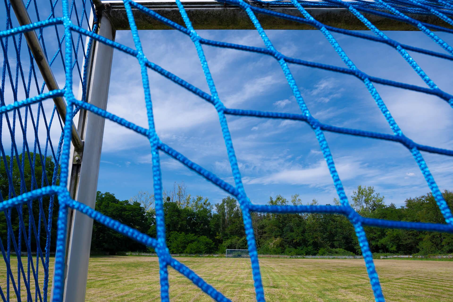 Torecke mit blauem Netz
